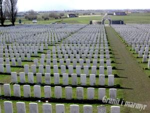 військові надгробки